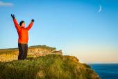 Woman tourist admiring view from cliff — Stock Photo
