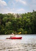 Spływy kajakowe po jeziorze — Zdjęcie stockowe