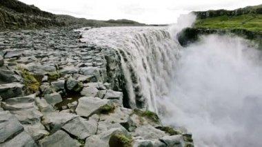 Dettifoss waterfall on Jokulsa A Fjollum river — Stock Video