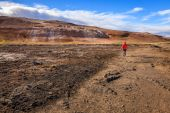 Hiking in Hverir geothermal field — Stock Photo