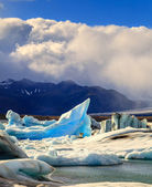 Icebergs floating in Jokulsarlon Lagoon — Stock Photo