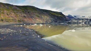 Fjallsarlon lagoon at a glacier terminus — Stock Video