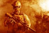 Special forces soldier in the fire — Stock Photo