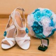 Close up of wedding bouquet and brides shoes and gold rings — Stock Photo #54682833