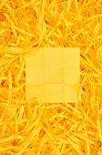 Sticky note on shredded paper — Stock Photo