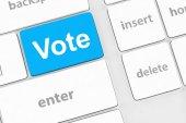 Rösta-knappen på datorns tangentbord visar internet-konceptet — Stockfoto