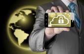 Man houdt slimme telefoon met wolk veiligheidsconcept op witte achtergrond — Stockfoto