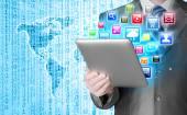 Negócios homem uso tablet pc com ícones coloridos — Fotografia Stock