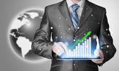 Homme d'affaires à l'aide de la tablette tactile pour travailler avec des données financières — Photo
