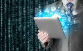 Hombre de negocios usando la pc de la tableta — Foto de Stock