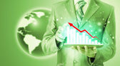 Uomo d'affari utilizzando computer tablet per lavorare con dati finanziari — Foto Stock
