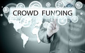 Empresario empuja el botón virtual de crowdfunding — Foto de Stock