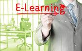 Homme d'affaires écrit le concept d'e-apprentissage — Photo
