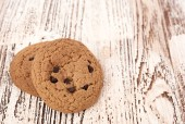 Oat cookies on wooden table — Stock Photo