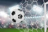Мяч летит в сеть — Стоковое фото