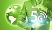 Businessman holding 5G — Stock fotografie