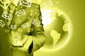 Biznesmen, wysyłanie e-maili — Zdjęcie stockowe