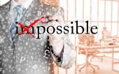 Zakenman draaien onmogelijk in mogelijk — Stockfoto