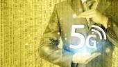 Zakenman holding in handen 5g — Stockfoto