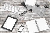 Tablet pc a kancelářské věci — Stock fotografie