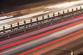 Hektisk natt trafikerar rörelseoskärpa — Stockfoto