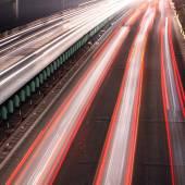 Borrão de movimento de tráfego de noite agitada — Foto Stock