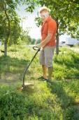 Man mows a lawn mower — Stock Photo