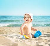 Dítě hrající na moře — Stock fotografie