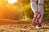 Chica que corría al atardecer — Foto de Stock