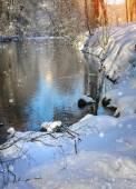 Güzel kış manzara nehir ile — Stok fotoğraf
