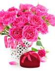 Bouquet of pink roses and Heart-shaped Gift Box on white backgro — Stock Photo