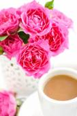 Cups of coffee and pink roses on white background — Stock Photo