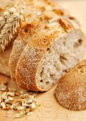 Close-up on traditional bread on wooden board — ストック写真