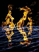 Flame fire with reflection in water — Foto de Stock