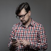 Handsome hipster modern man using smartphone. — Stock Photo
