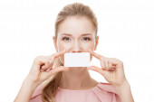 Beautiful woman holding white card at front of her lips with cop — Stock Photo