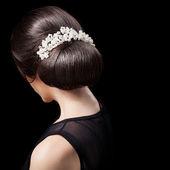 Woman's Head - Fashion Festive Coiffure with Pearls. Upsweep. Ha — Stock Photo