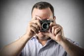 Man taking a picture with an old-fashioned camera — Stock Photo