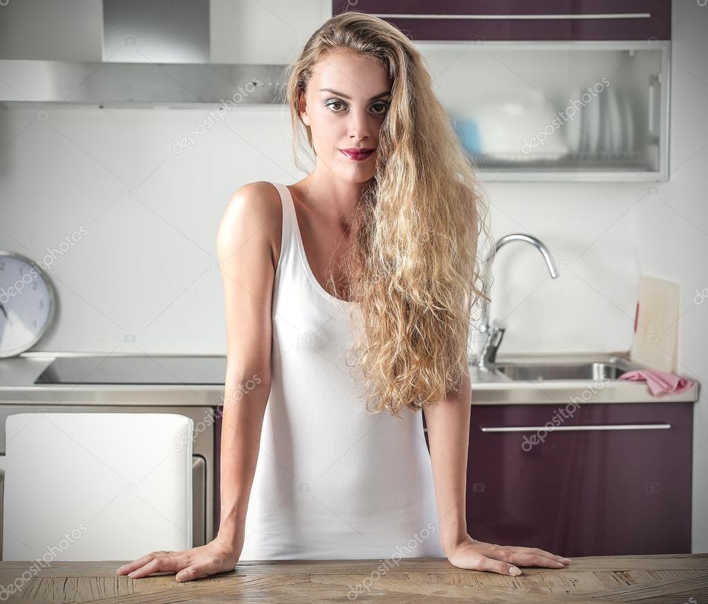 blondinochka-na-kuhne