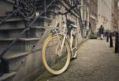 A bike on the sidewalk — Stock Photo