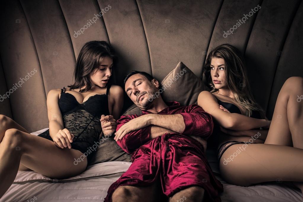 Одна женщина на троих секс