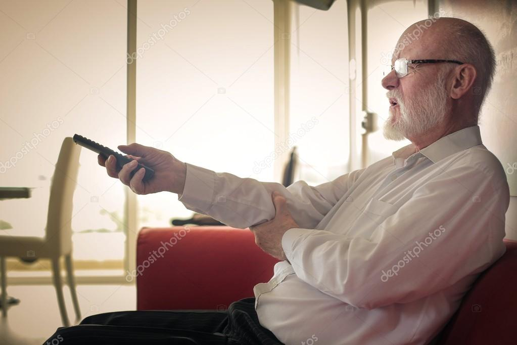 guarda men Directed by john michael mcdonagh with brendan gleeson, don cheadle, mark strong, ronan collins an unorthodox irish policeman with a confrontational personality is.