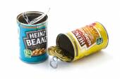 Cans of Heinz Beanz and Spaghetti  — Stock Photo