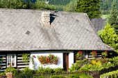 Cottage with plants, Czech Republic — Stock Photo