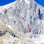 Cable car to Lomnicky Peak, Vysoke Tatry (High Tatras), Slovakia — Stock Photo #56293233