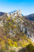 Ruins of castle called Stary hrad near Strecno — Stock Photo