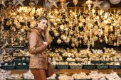Woman at Christmas market, Vienna, Austria — Stockfoto