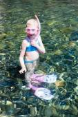 Little girl in the sea ready for snorkeling — Foto Stock