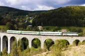 Passenger train on viaduct Novina, Krystofovo Valley, Czech Repu — Stock Photo