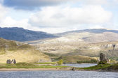 Ruins of Ardvreck Castle and Colda house at Loch Assynt, Highlan — Stock Photo